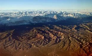 Vue aérienne des montagnes du Tadjikistan