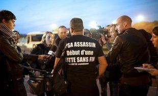 """Le rapport commandé par le gouvernement pour évaluer la situation de PSA Peugeot Citroën laisse """"en suspens"""" la question de la fermeture de son usine d'Aulnay-sous-Bois, a indiqué à l'AFP dimanche une source proche du dossier, contredisant des informations du JDD."""
