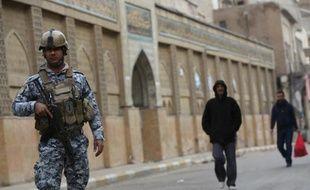 Dix personnes ont été tuées jeudi à Bagdad lorsqu'un kamikaze a déclenché sa charge explosive au milieu de pèlerins chiites, ont rapporté des responsables des services de sécurité.