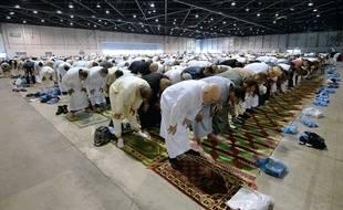 Le 28 juillet 2014, des musulmans prient au Parc Chanot, à Marseille (Bouches-du-Rhône), à l'occasion de l'Aïd el-Fitr, qui correspond à la rupture du mois du jeûne du ramadan.
