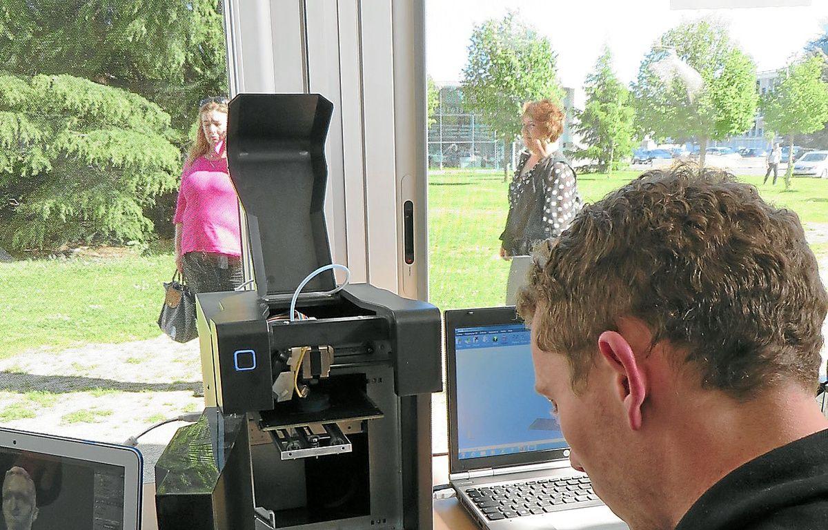 Les étudiants disposent d'imprimantes 3D pour créer leurs propres objets. – J . Rimbert / 20 Minutes