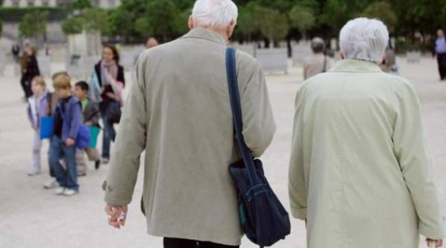 Plus on vieillit, plus on devient généreux selon une étude de l'université nationale de Singapour. – David Fritz AFP