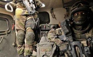Une cellule de renseignement française déployée auprès des forces de l'Otan à Kaboul a formulé de vives critiques à l'égard de l'opération de reconnaissance tombée dans une embuscade meurtrière des talibans le 18 août, affirme Le Canard enchaîné à paraître mercredi.