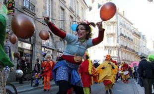 Le défilé de Mardi Gras dans les rues de Rennes le 17 février 2015.