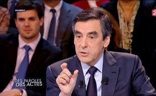 François Fillon sur le plateau de «Des Paroles et des actes», sur France 2, le 2 février 2012.