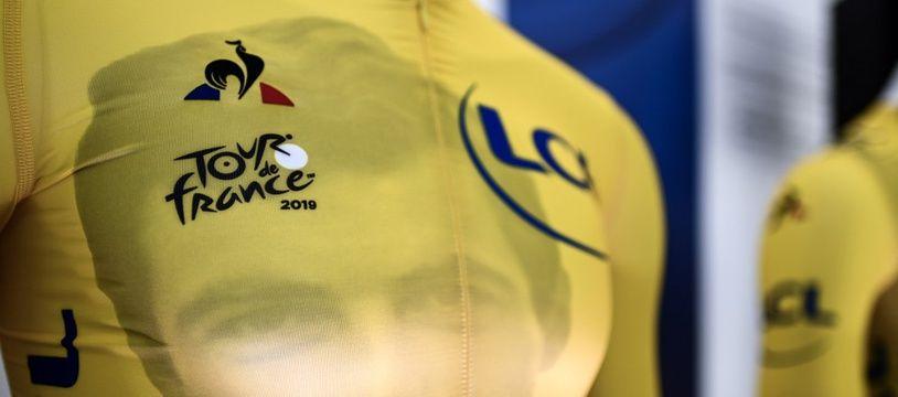 Le maillot jaune, avec un imprimé hommage à l'histoire de la course, sera différent chaque jour lors du Tour de France 2019.