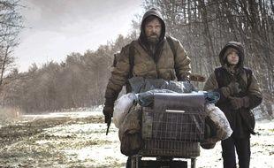 Viggo Mortensen et Kodi Smit-McPhee dans le film «La Route», adaptation du livre culte de Cormac McCarthy