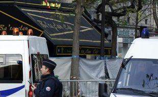 Policiers devant le Bataclan le 14 novembre 2015 à Paris