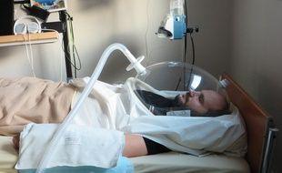 Gaël, l'un des volontaires de la campagne Bedrest, réalisée à la clinique spatiale de Toulouse pour reproduire les effets de l'impesanteur.