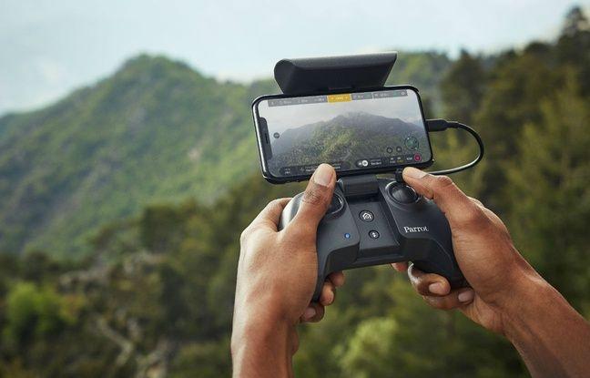 Le smartphone est connecté au controller en filaire pour gagner en performances.