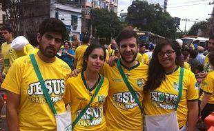 De jeunes missionnaires évangéliques près du Maracanã de Rio, le 22 juin 2014.
