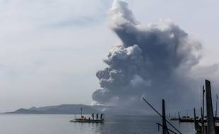 Le volcan Taal s'est réveillé.
