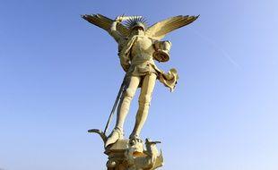 L'archange du Mont-Saint-Michel va être redoré par le meilleur spécialiste, installé à Marsac en Dordogne.
