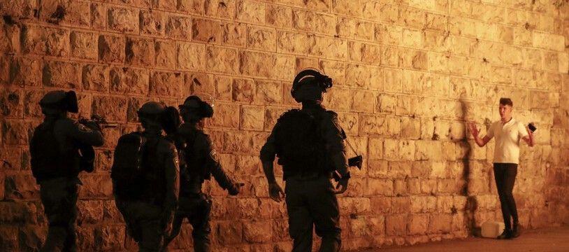 La police israélienne à Jérusalem, le 23 avril 2021.