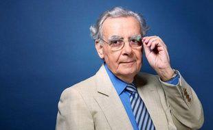 Bernard Pivot, journaliste et critique litteraire francais dans l'émission Semaine critique sur France 2