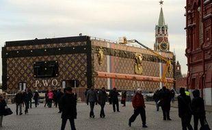 La malle Louis Vuitton sur la place Rouge à Moscou.