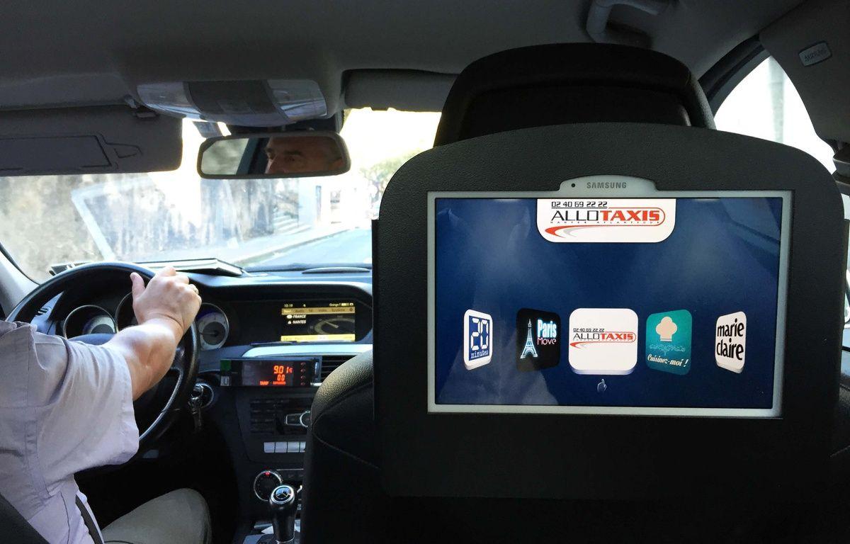 Un écran Mediasize à bord d'un taxi nantais. – Mediasize