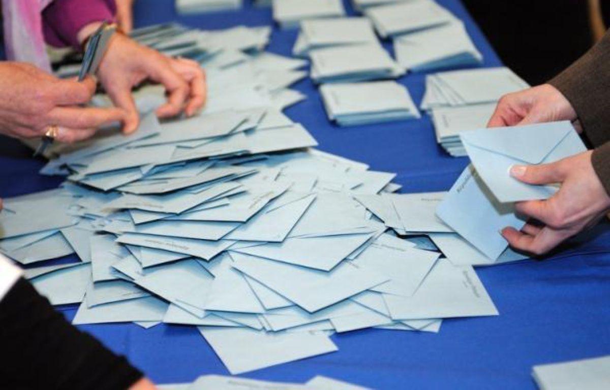 """Le """"Centre pour la France"""" (CpF), le label du MoDem pour les élections législatives, apporte son soutien à 400 candidats dont 25% n'appartiennent pas au Mouvement démocrate de François Bayrou, a-t-on appris mardi lors d'une conférence de presse à Paris. – Philippe Huguen afp.com"""