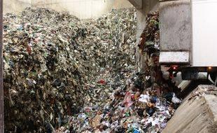 Dans une usine de traitement de déchets ménagers (Illustration)