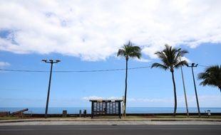 Un tronçon de route déserté à Saint-Denis-de-La-Réunion, le 19 mars 2020.