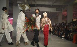 Adreas Kronthaler et Vivienne Westwood, après leur défilé de la Fashion week, à Paris, le 28 septembre 2019.