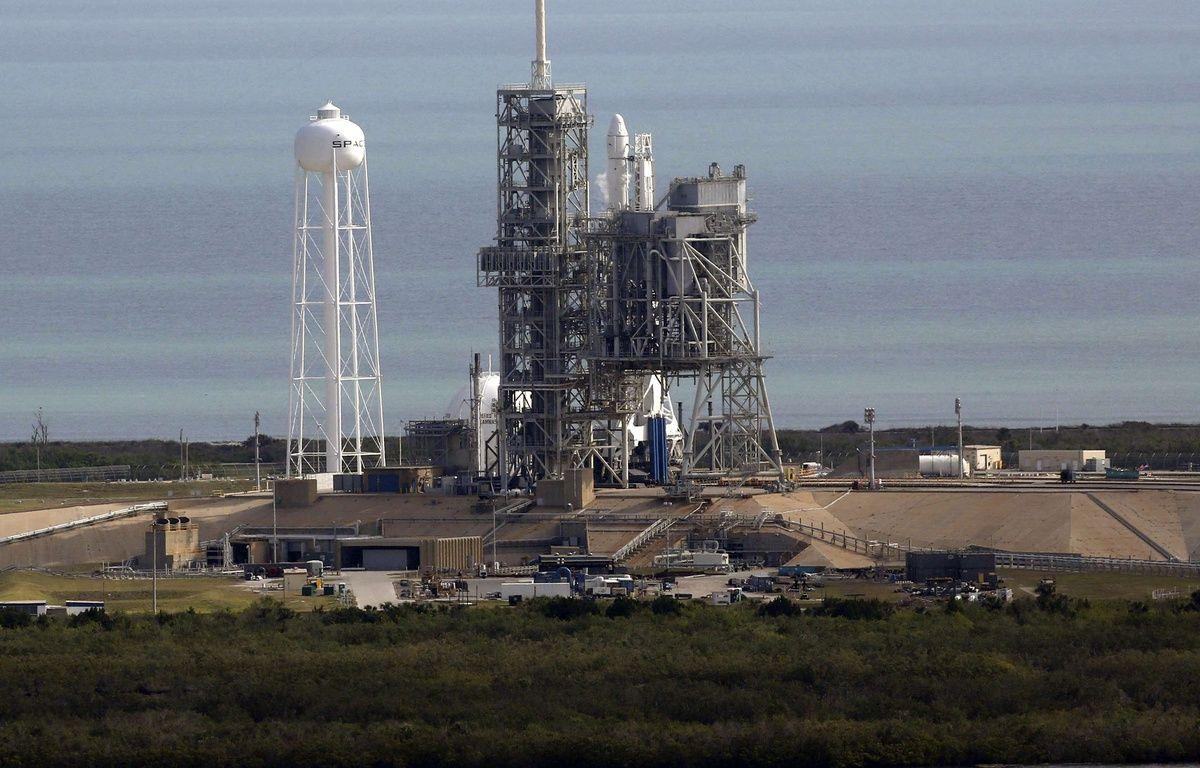 Une fusée Falcon 9, de la société Space X, parée au décollage le 18 février dernier à Cap Canaveral (Floride). – Red Huber/AP/SIPA