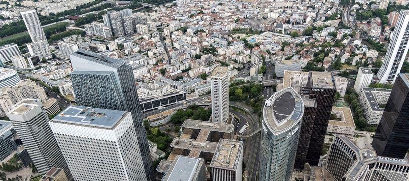 Vue aérienne du quartier d'affaires de la Défense, à côté de Paris, siège de nombreux grands groupes.