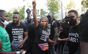 Assa Traore, la soeur d'Adama Traore, lors de la manifestation non déclarée à laquelle ont participé 20.000 personnes