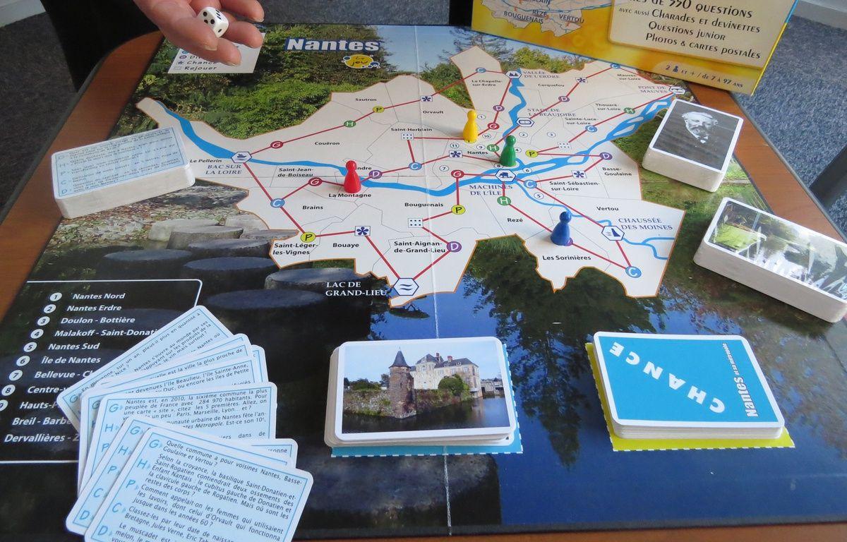 Le jeu de plateau se joue en équipe et avec un dé. La partie débute sur la case correspondant à la commune de son choix. – F. Brenon/ 20 MInutes
