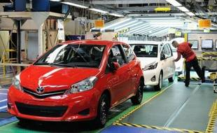 """L'embellie d'avril aura été de courte durée: les immatriculations de voitures neuves ont replongé en France dès le mois de mai avec un repli du marché de 10,3% sur un an, mais la prévision d'une baisse globale contenue à 8% en 2013 reste """"atteignable"""", selon les professionnels."""