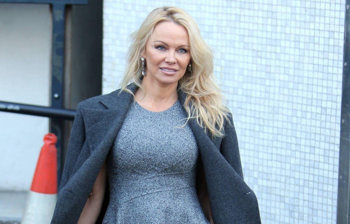 Pamela Anderson à Londres le 13 février dernier – WENN