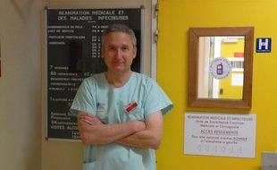 Le professeur Michel Wolff, chef du service de réanimation médicale et infectieuse de l'hôpital Bichat-Claude Bernard AP-HP prend en charge des cas graves de grippe A (H1N1).
