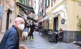 Les italiens peuvent retirer leur masque en extérieur depuis le 28 juin 2021.