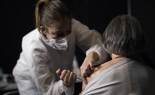 Une vaccination, ici au Cannet, dans le sud de la France.