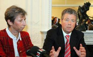 Elisabeth Borrel et son avocat Olivier Morice le 23 octobre 2006 à Paris