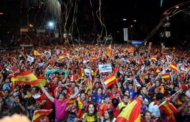 """Quatre buts face à l'Italie, et l'Espagne a basculé dans la liesse dimanche soir, savourant la """"triple couronne"""" remportée en finale de l'Euro-2012 à Kiev."""