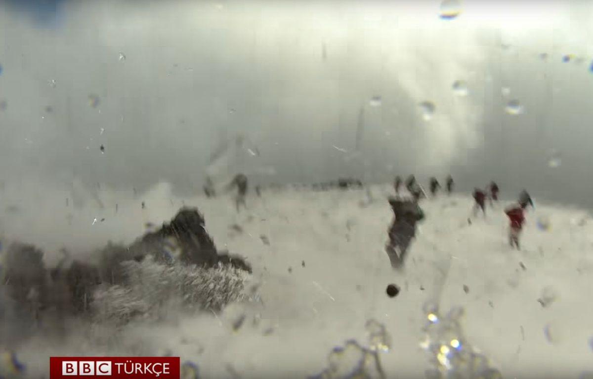 Une explosion de l'Etna, en Sicile, a fait une dizaine de blessés, le 16 mars 2017 – BBC NEWS (capture vidéo)