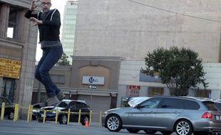 Vidéo d'une prétendue démonstration de Hoverboard, un skateboard volant