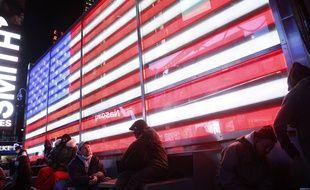 Les résultats de l'élection sur écran géant à New York, le 3 novembre 2020.