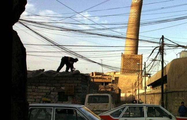 Vue du minaret al-Hadba de Mossoul en février 2003.