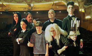 Une partie de la troupe de la comédie musicale «La famille Addams».