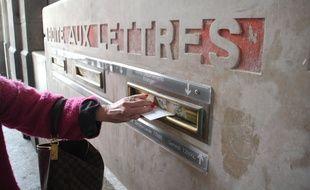 Une boîte aux lettres de La Poste, ici à Rennes.