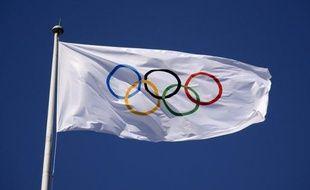 Le marathonien du Sud-Soudan Guor Marial, ainsi que deux athlètes de l'île de Curaçao défileront vendredi sous le drapeau olympique lors de la cérémonie d'ouverture des JO de Londres.