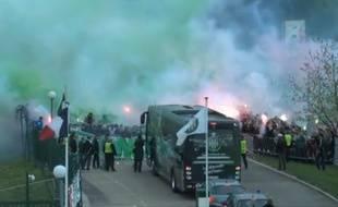 Le départ du bus des joueurs de Saint-Etienne pour Lyon, le 19 avril 2015.