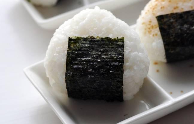 Des boules de riz japonaises, aussi appelées onigiri.