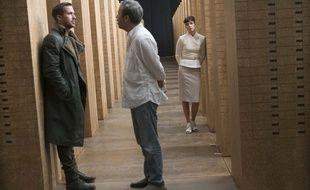 Denis Villeneuve dirige Ryan Gosling sur le plateau de Blade Runner 2049