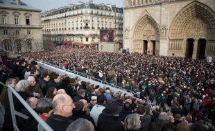 Les neuf nouvelles cloches de Notre-Dame de Paris ont sonné à toute volée pour la première fois samedi après-midi, veille du dimanche des Rameaux, devant une foule de plusieurs centaines de personnes.