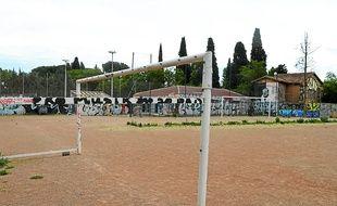 Le stade du Père-Prévost, laissé à l'abandon, est complètement dégradé.