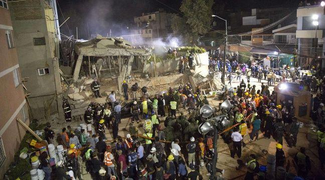 Des secouristes tentent de dégager les décombres de l'école Enrique Rebsaman, à Mexico, le 20 septembre 2017. – G.Carrillo/AP/SIPA