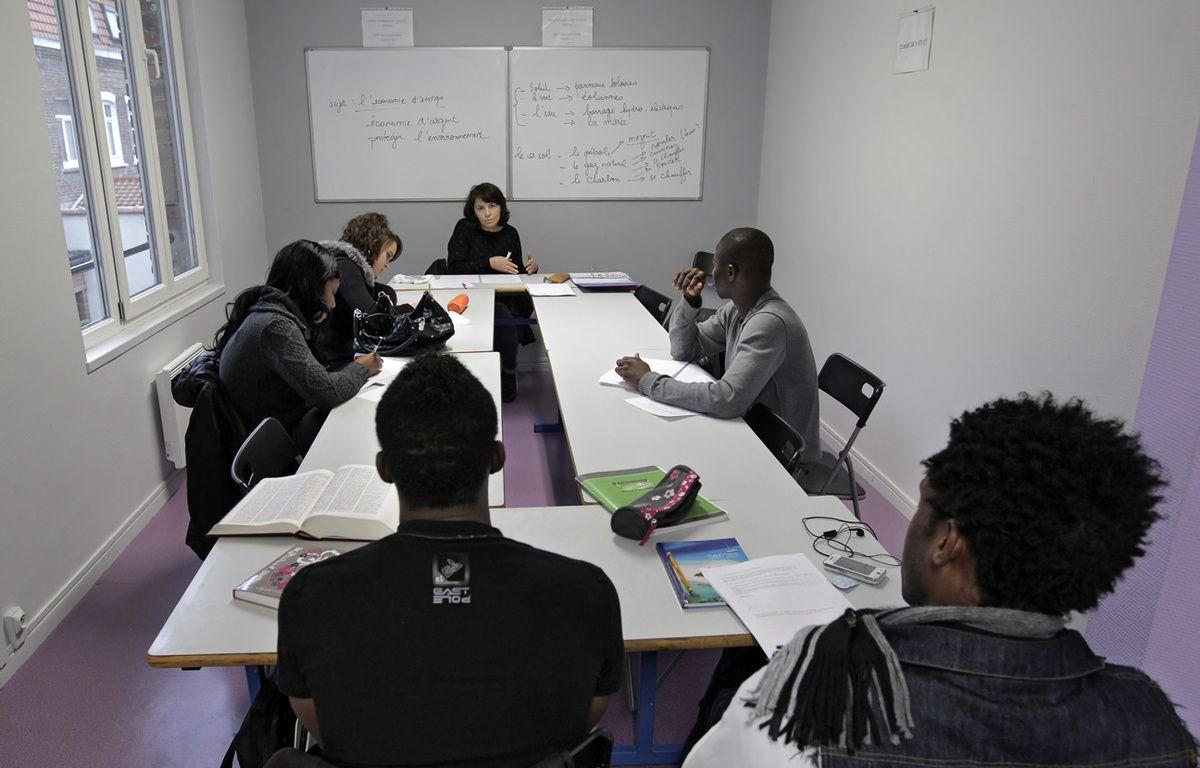 Les associations viennent en aide aux jeunes migrants isolés, comme ici pour leur apprendre le français. – M.Libert / 20 Minutes (archives)